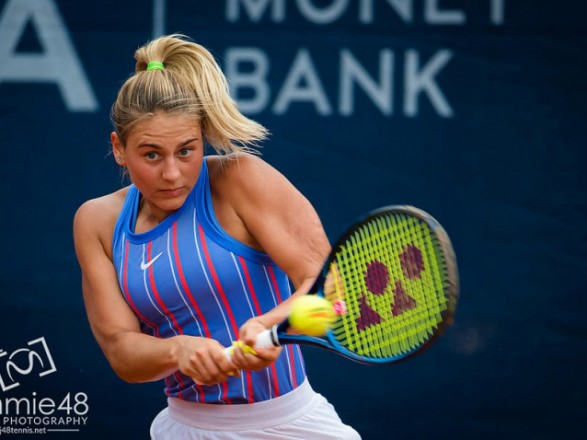 Теннисистка Костюк через судороги потерпела поражение в финале турнира в США