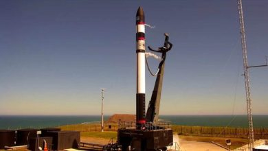Photo of Rocket Lab впервые вернула запущенную ракету на парашюте