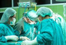 Photo of Четыре конечности с инструментами и эндоскопом: в Японии хирургам помогает робот