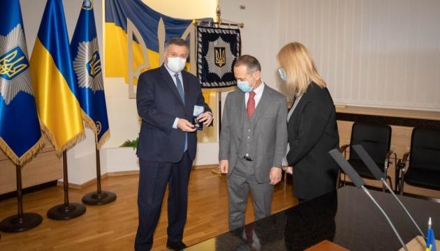 Аваков вручил послу Италии в Украине памятный знак МВД
