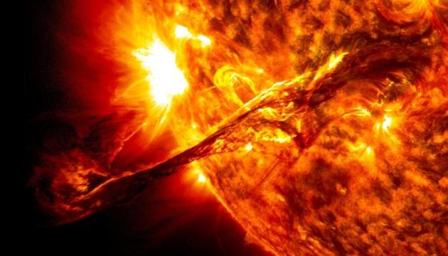 Вспышка на Солнце «бомбардирует» Землю