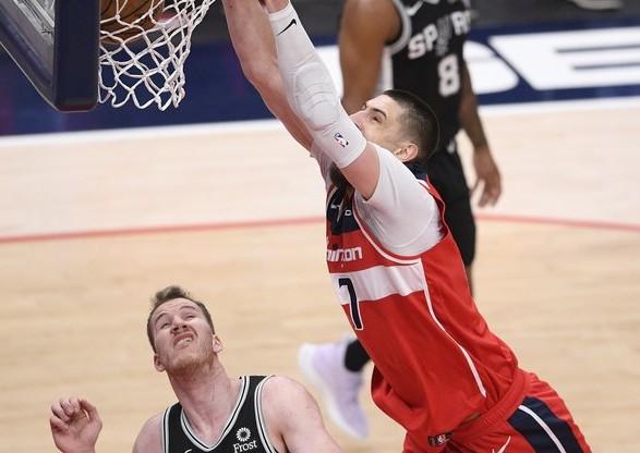 Украинский центровой оформил дабл-дабл в матче НБА