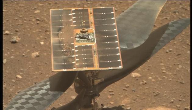 Марсианский вертолет впервые развернул лопасти несущего винта