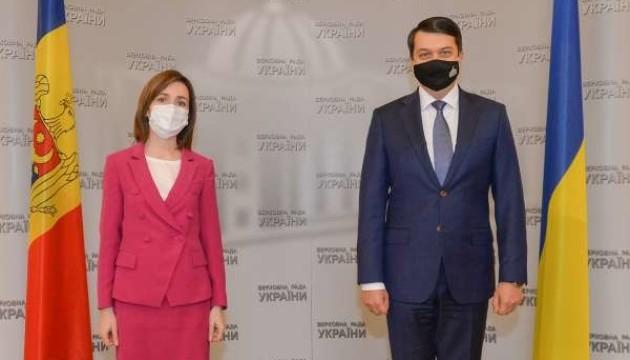 Разумков обсудил с Санду борьбу с коррупцией и Донбасс