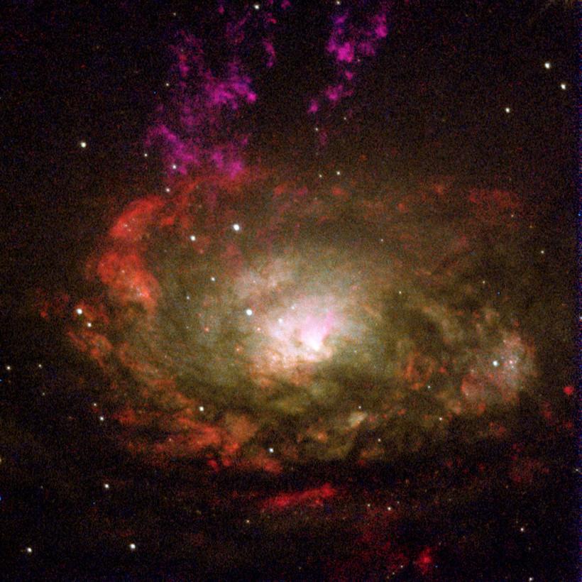 Hubble показал активную галактику Циркуль